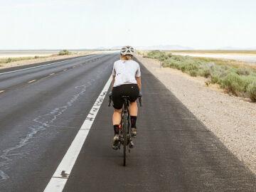 Adelantar a un ciclista: cuándo se puede y cuándo no
