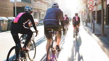 Ciclistas circulando por las calles