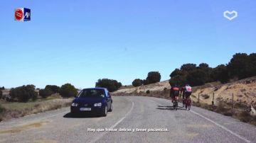 Los ciclistas deben circular en paralelo