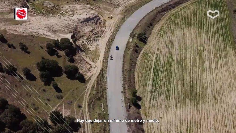 La distancia mínima al adelantar a un ciclista debe ser de 1,5 metros