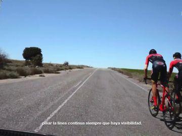 Puedes pisar la línea continua para adelantar a un ciclista siempre que haya visibilidad