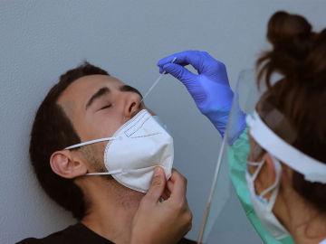 A3 Noticias Fin de Semana (03-07-21) La incidencia del coronavirus se dispara entre los jóvenes hasta los 450 casos
