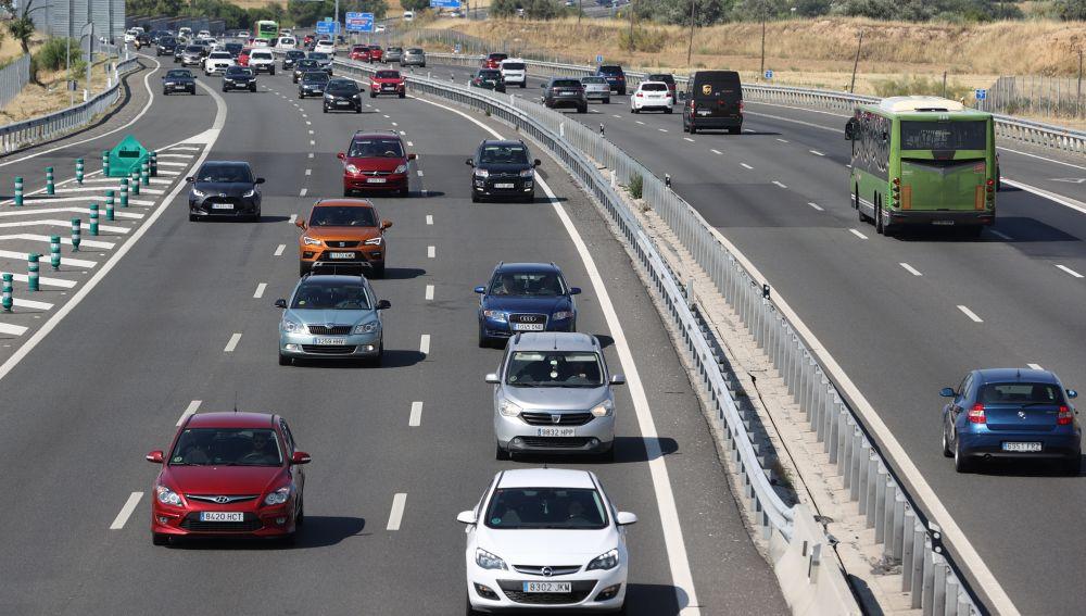 Accidentes en Madrid, Cuenca y Barcelona retrasan la segunda jornada de la operación salida