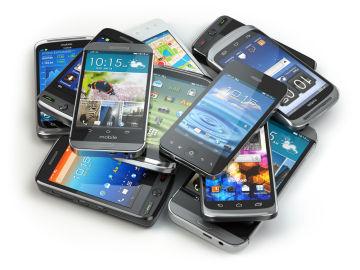 Montón de móviles en desuso