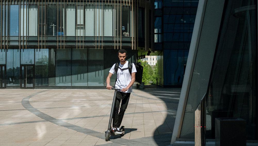 Será obligatorio usar el patinete con casco