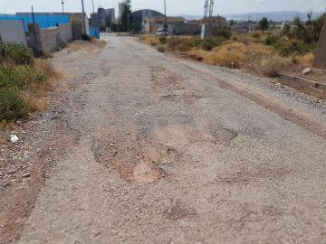 Carretera con grandes socavones en Murcia