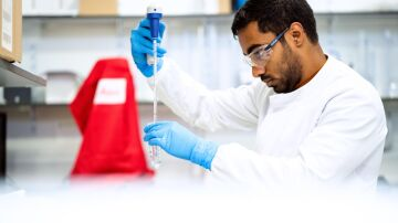 Investigador en el laboratorio