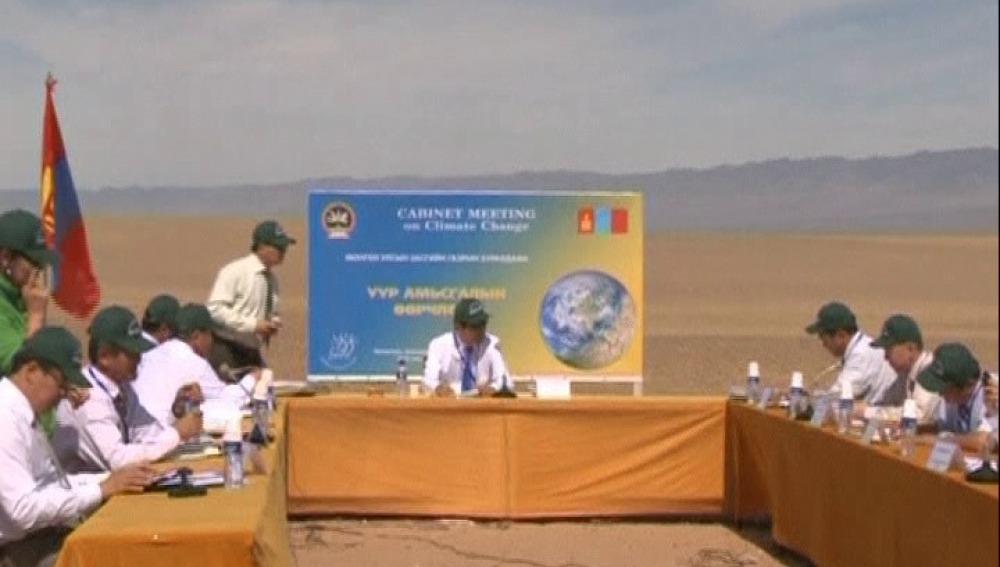 Bajo el sol del desierto para concienciar sobre el cambio climático