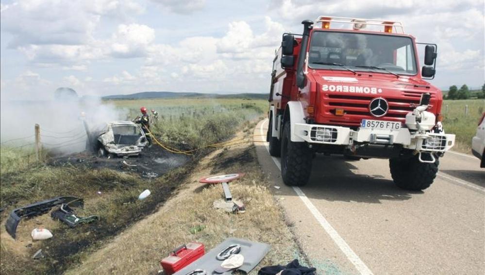 Accidente de tráfico con bomberos (16-05-2011)
