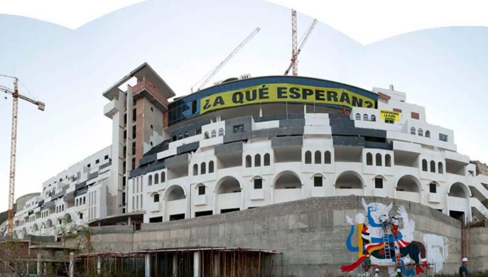 Activistas de Greenpeace en El Algarrobico