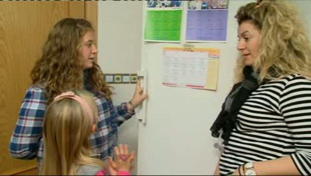 Alex y Carla comen de todo en el colegio