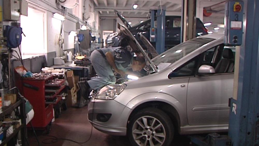 Las revisiones en los coches caen un 8% en 2011