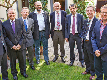 José Ramón Carbajosa, quinto por la izquierda, con otros miembros de WEEE-Forum