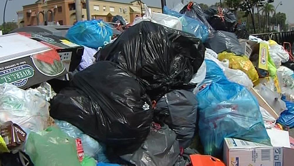 Toneladas de basura en las calles de Rota