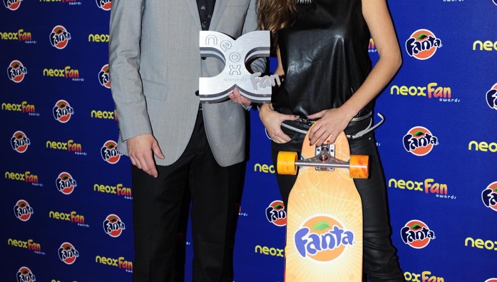 Luis Fernández y Ana Fernández, posan con su premio