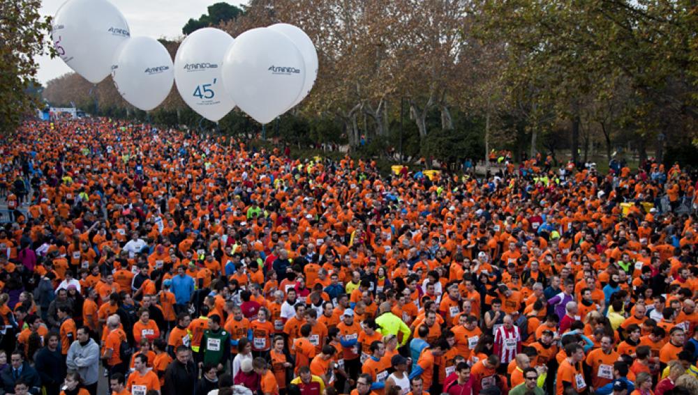 Miles de corredores esperan el pistoletazo de salida