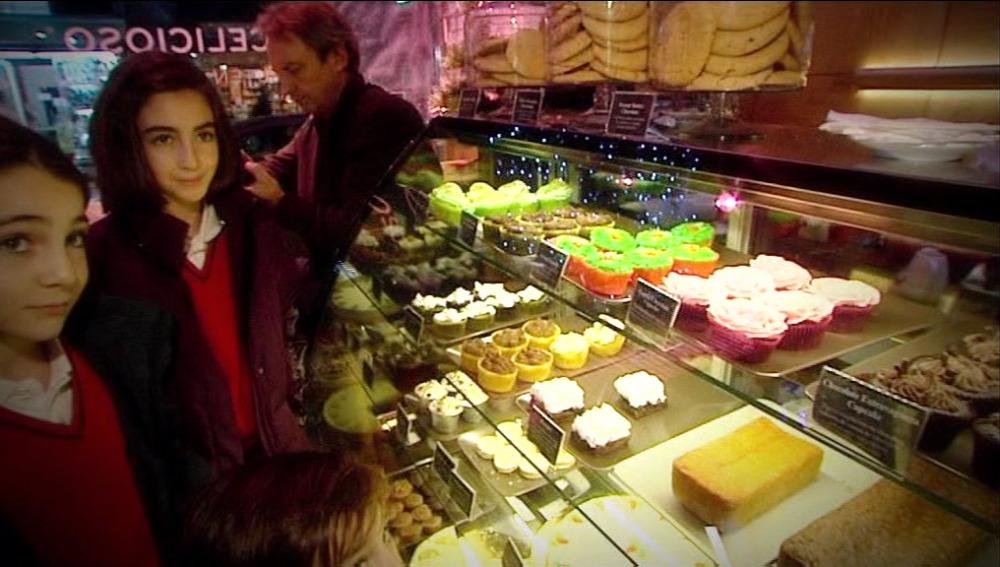 Sofía, una niña celíaca, visita una pastelería especial