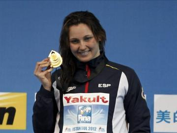 Melanie Costa al recibir la medalla