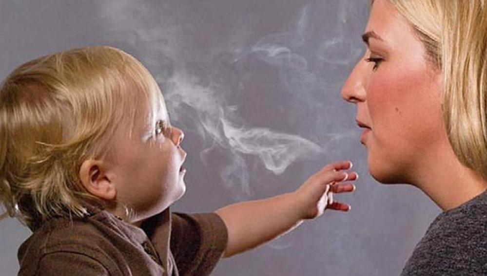 Los niños, los más vulnerables ante el humo del tabaco.