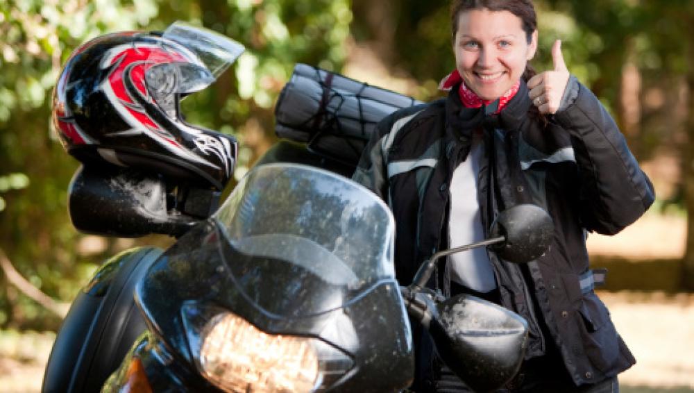Chaqueta y equipación para viajar en moto