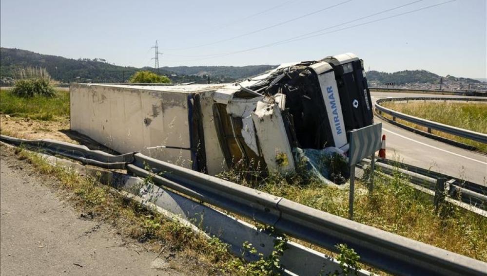 Siniestro en el que se ha visto implicado un camión de alto tonelaje.