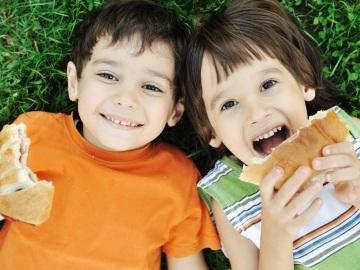 En verano los niños deben llevar una alimentación fresca y sana