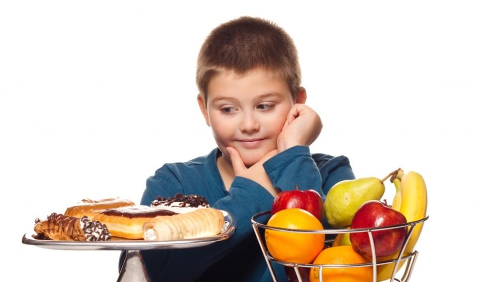 Una alimentación sana y reducir el ocio sedentario, claves contra la obesidad infantil
