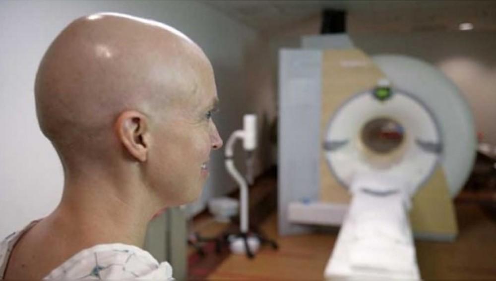 Mujer con leucemia