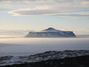 Volcan sobre el hielo