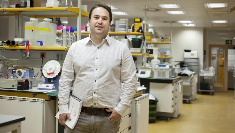 El investigador Héctor Peinado  en el CNIO