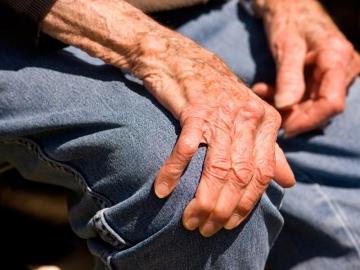 Manos de una persona mayor