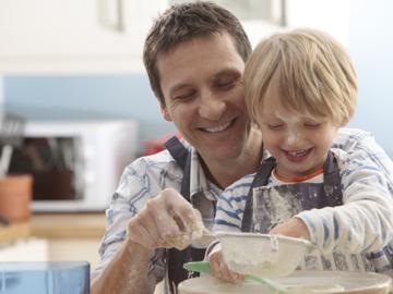 ¿Conoces las ventajas que tiene que padres e hijos cocinen juntos?