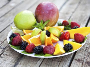 ¿Es saludable la dieta de las frutas y verduras crudas?