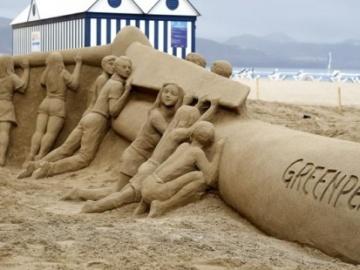 Greenpeace crea una escultura de arena para pedir que Canarias sea 100% renovable