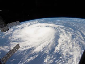 Huracán visto desde el espacio