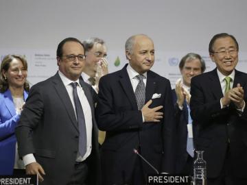 François Hollande, Laurent Fabius y Ban Ki-Moon en París