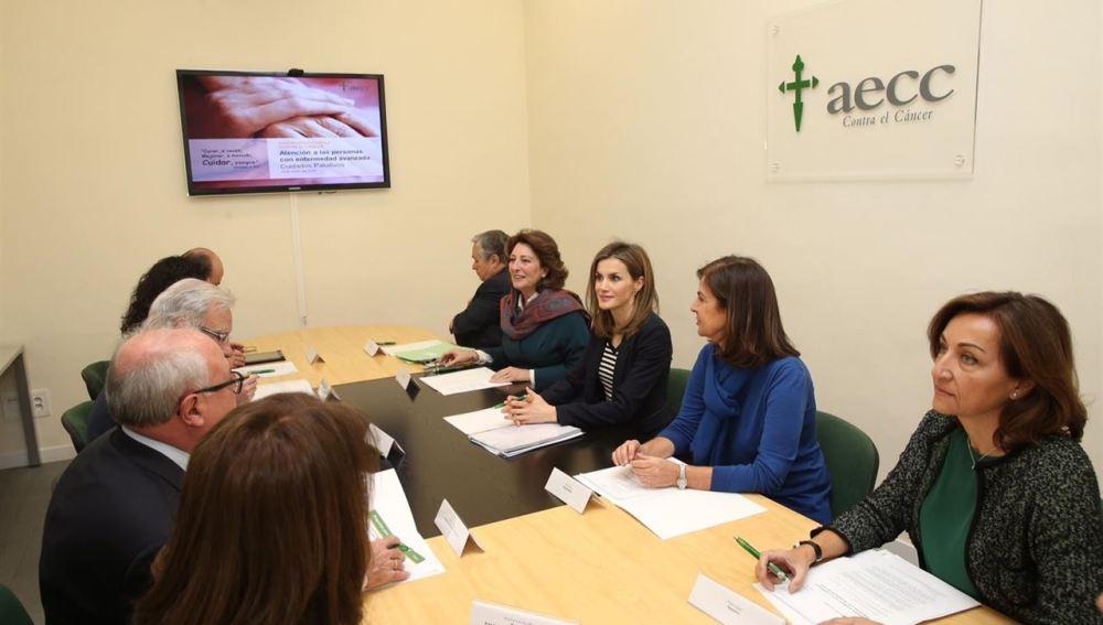 La Reina se reúne con la AECC para analizar los objetivos durante el 2016