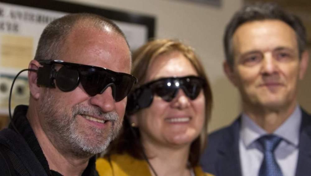 Tres pacientes invidentes recuperan parte de la visión gracias a una prótesis de retina