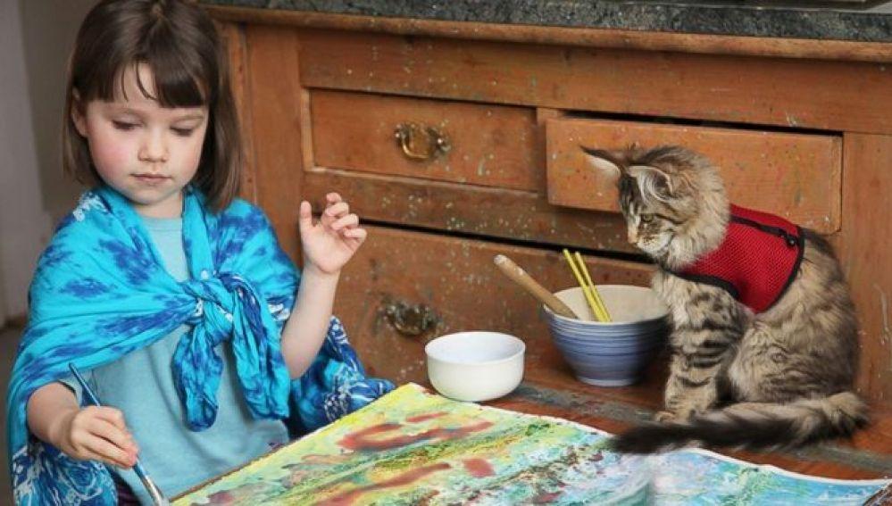 Thula, la gata que cambió la vida de una niña con autismo