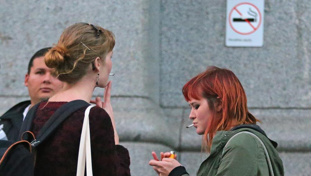 Los jóvenes menores de 21 años no podrán fumar tabaco