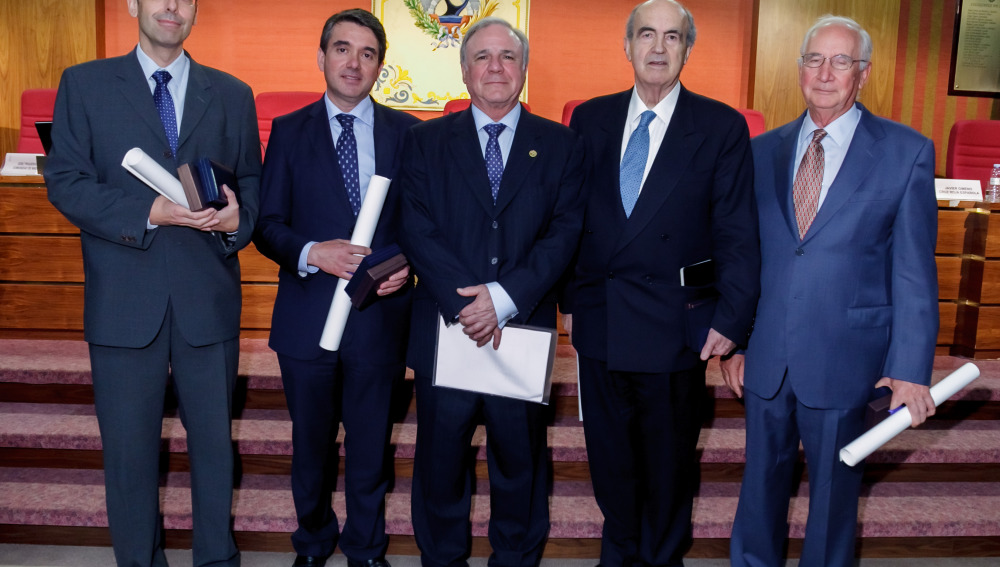 La Medalla de Plata, concedida al Puente de la Constitución de 1812, en Cadiz, se personalizó en (de izda. a dcha) Juan Fernando Pedrazo, Diego Zumaquero, Juan Francisco Lazcano, Javier Manterola y Juan Tardón.