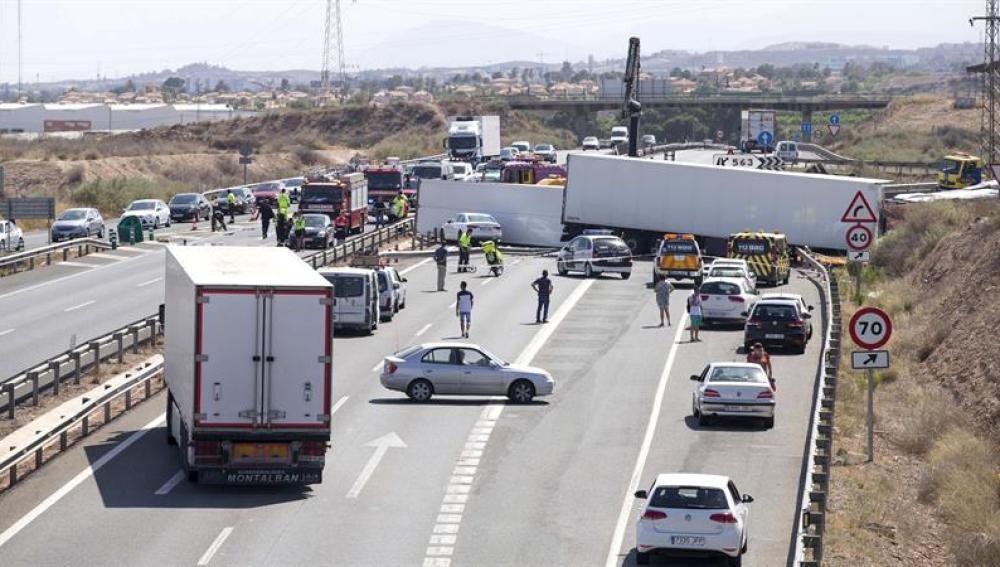 Mueren 14 personas en doce accidentes el fin de semana