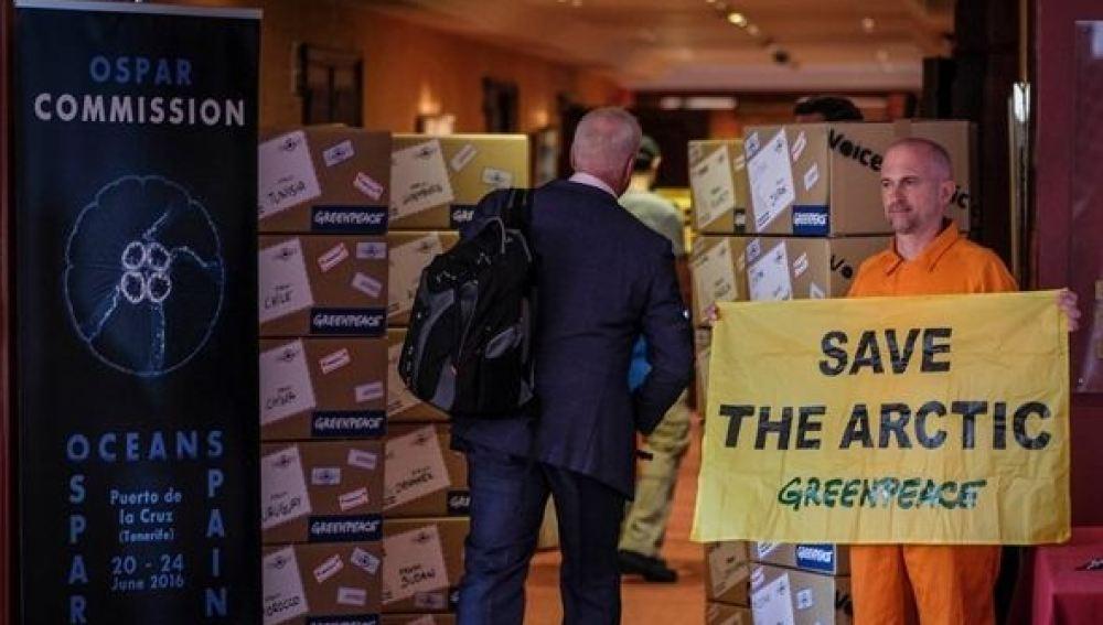 Greenpeace entrega a la comisión OSPAR  8 millones de firmas para proteger el Ártico