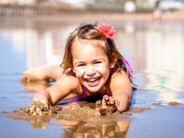 Ideas divertidas para jugar con los niños en la playa