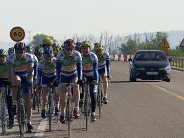 Ciclistas en la carretera