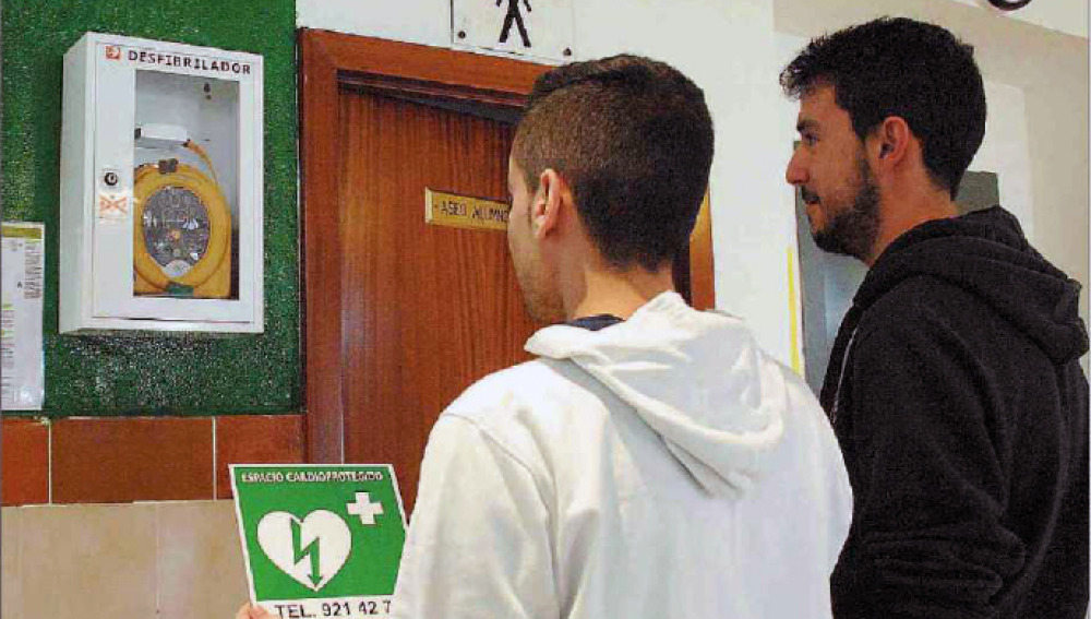 Segovia cuenta con una red de ciudadanos preparados para salvar vidas con un desfibrilador