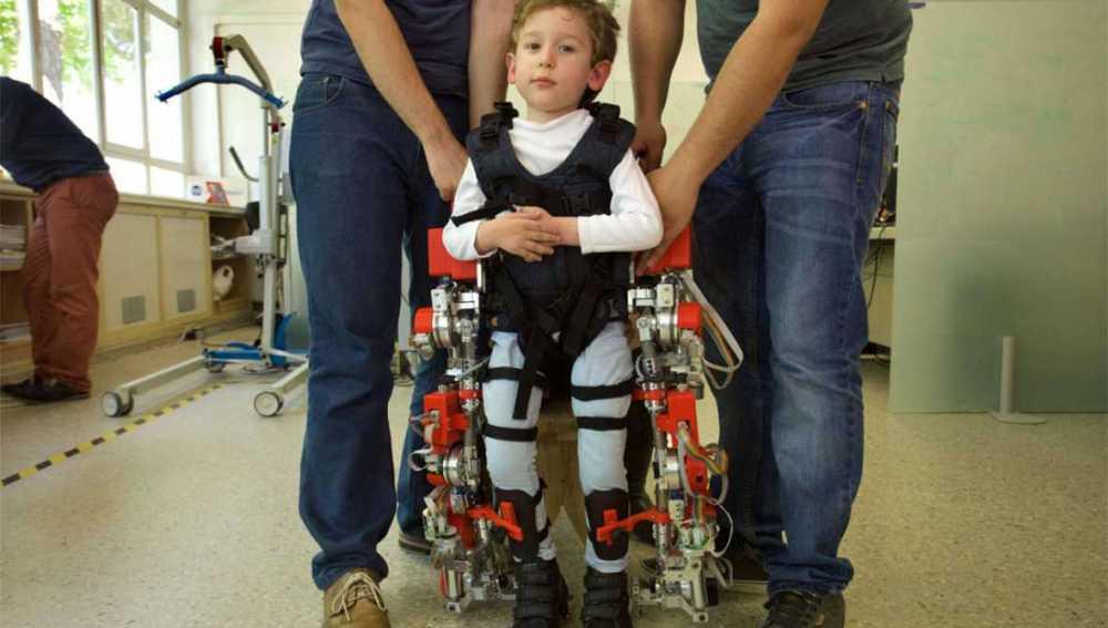 Comienza el ensayo clínico para probar el primer exoesqueleto del mundo para niños