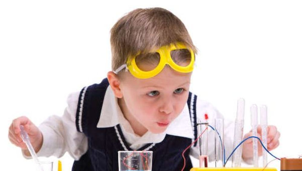 Un niño en un laboratorio