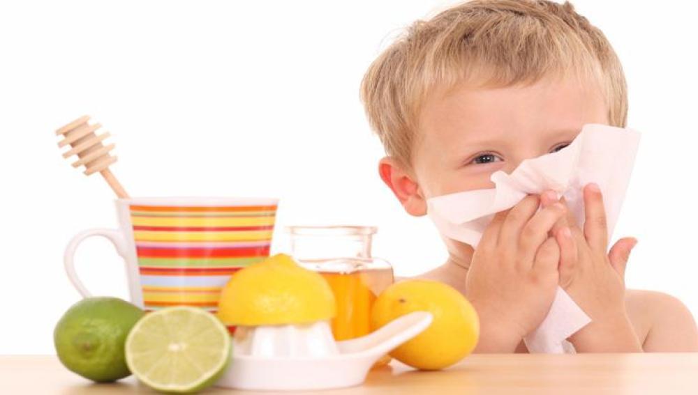 Alimentos que alivian la tos de los niños, y otros que la aumentan