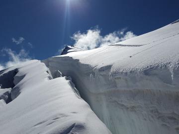 Se agrieta el mayor dique glaciar de la Antártida y temen que pueda colapsarse.